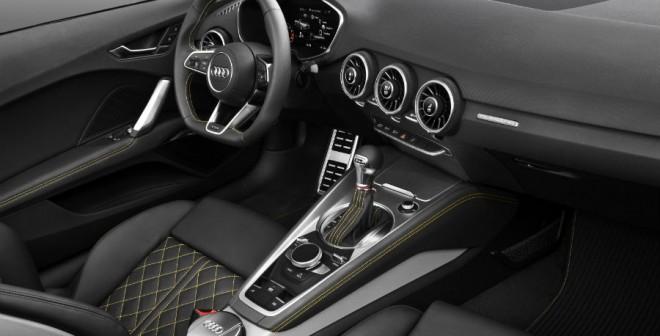 El interior del Audi TTS Roadster es más deportivo que el de la versión convencional.