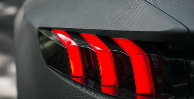 ¿El zarpazo de un león? No, son las ópticas traseras del Peugeot Exalt.