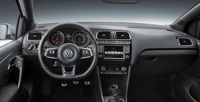 El interior del VW Polo GTi sigue la línea estética de todos los modelos deportivos de la marca.