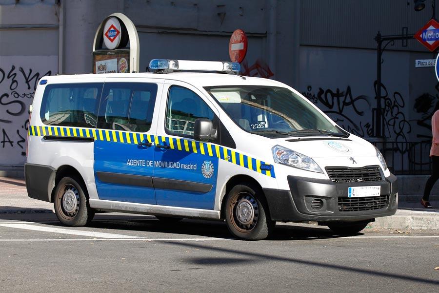 Tabién puedes denunciar una infracción cometida por la policia o agentes de movilidad.