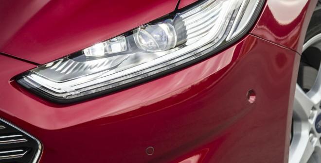 El diseño de las ópticas delanteras del nuevo Ford Mondeo es muy agresivo.