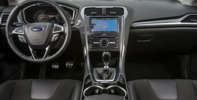 En el interior del Ford Mondeo también apreciamos un importante salto de calidad.