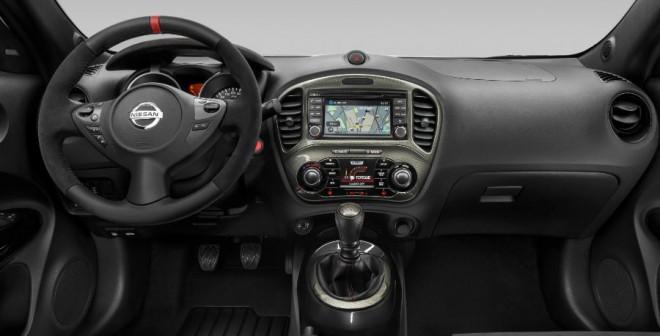 El interior del Nissan Juke Nismo RS está repleto de detalles deportivos.