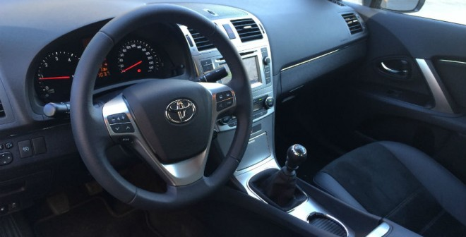 El diseño del interior del Toyota Avensis es, quizás, demasiado sobrio.