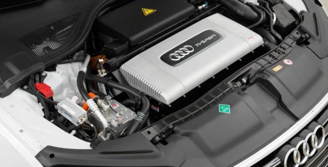 Abrir el capó del Audi A7 Sportback H-Tron Quattro es toda una experiencia.