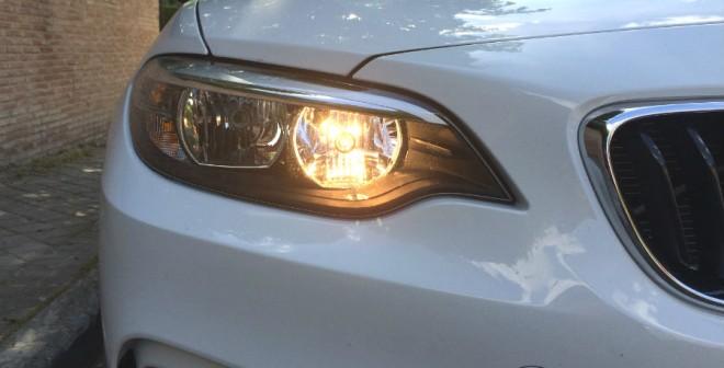 La ausencia de LEDs se nota en esta unidad del BMW Serie 2. Uno se acostumbra a lo bueno rápido...