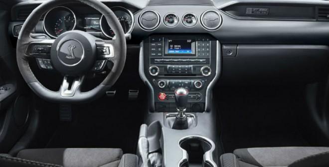 El interior del Ford Mustang Shelby GT350 mezcla a la perfección el clasicismo con la modernidad.