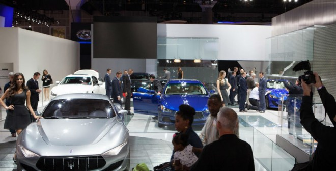 El stand de Maserati en el Salón de Los Ángeles es uno de los que más miradas curiosas despierta.