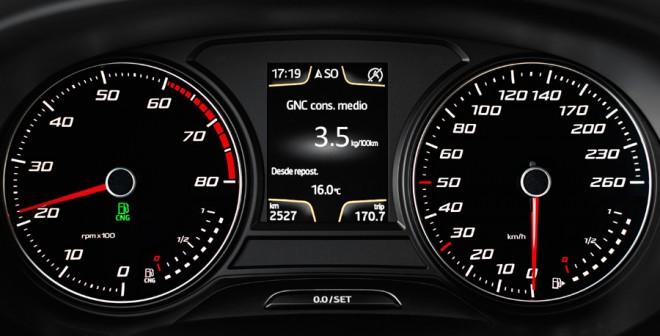 En el panel de control hay dos indicadores de combustible: uno del GNC y otro de gasolina.