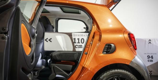 Las puertas traseras del Smart ForFour se abren más de lo habitual, facilitando el acceso a esta zona del coche.