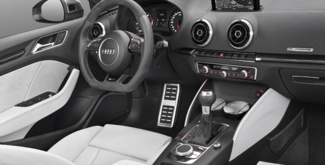 El interior del Audi RS3 Sportback también se radicaliza.