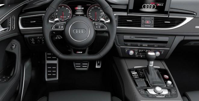 El interior del Audi RS6 Avant se diferencia bastante del de un A6 convencional, aunque la importancia está en los detalles.