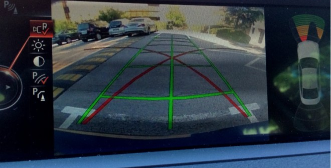 La cámara de visión trasera es uno de los muchos extras de equipamiento con los que puede contar el BMW 428i.