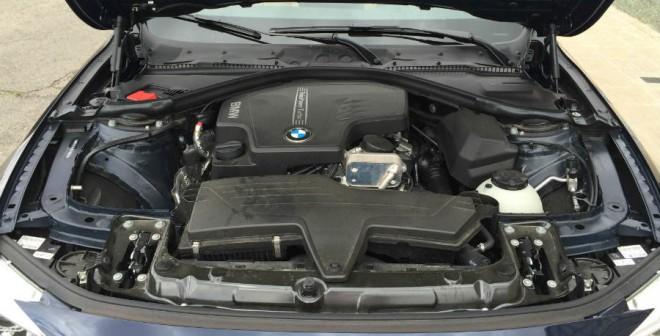 El motor de 2 litros del BMW 428i desarrolla una potencia de 245 CV.