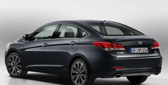 Los cambios para el Hyundai i40 afectan tanto a la berlina como a la versión familiar.