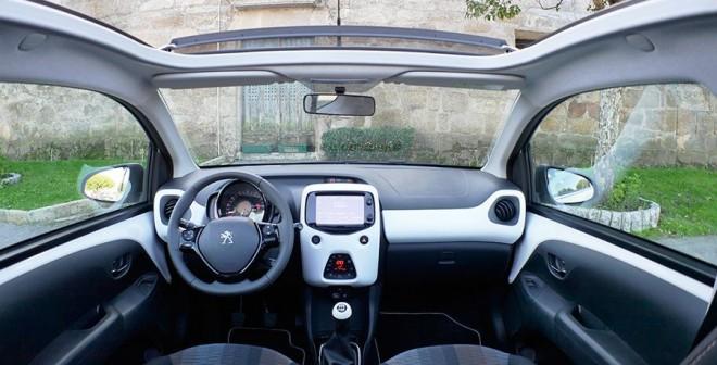 Peugeot 108 Top! Puretech 82 CV 2014, interior, Rubén Fidalgo