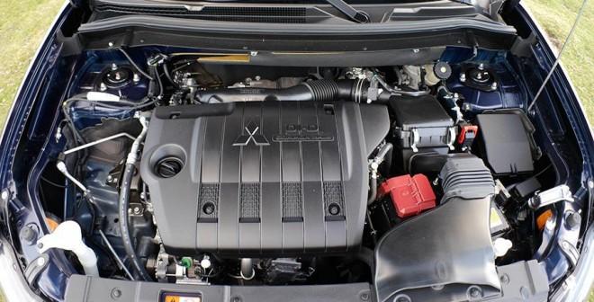 Prueba Mitsubishi Outlander 220 DI-D 150 CV 2WD, motor, Rubén Fidalgo