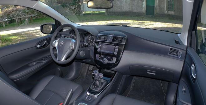 Prueba del Nissan Pulsar dCi 110 CV 2014, interior, Rubén Fidalgo