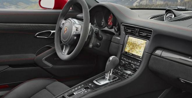 El interior del Porsche 911 Targa 4 GTS es muy similar al de sus hermanos.