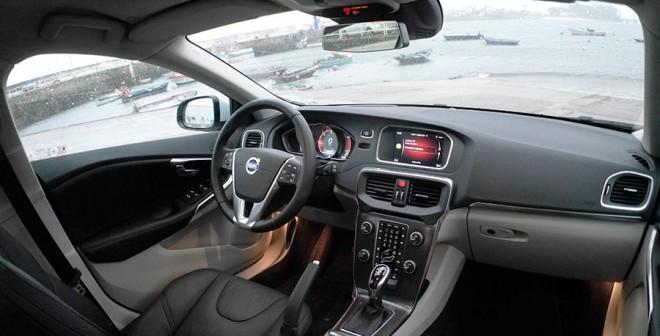 Prueba Volvo V40 D4 177 CV automático 2014, interior, Rubén Fidalgo