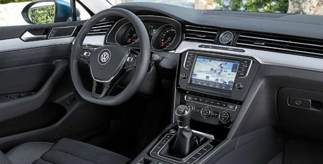 Volkswagen renueva el interior del Passat dotándolo de una imagen más vanguardista.