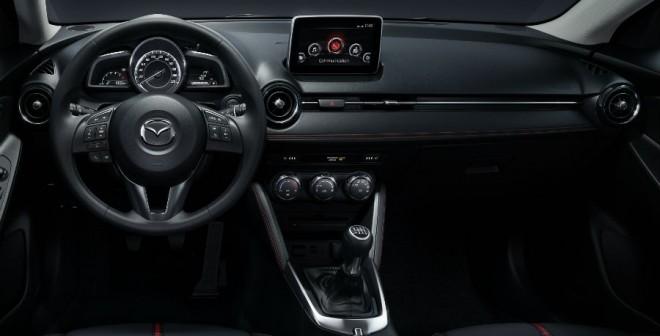 El diseño del interior del Mazda 2 es atractivo, aunque menos agresivo que su exterior.