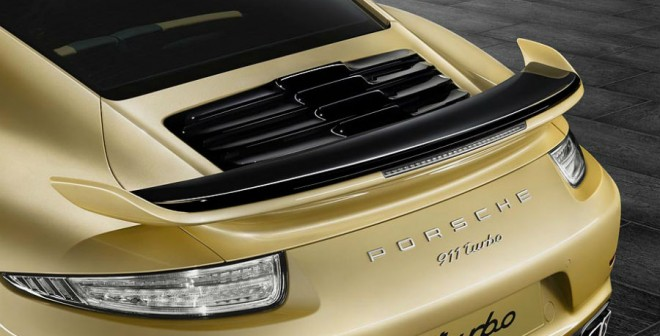 La zaga del 911 Turbo varía de forma evidente con el nuevo kit aerodinámico.