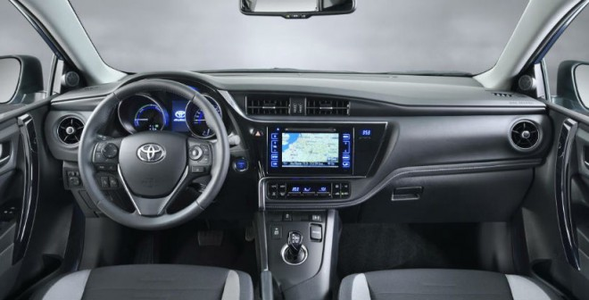 El interior del nuevo Toyota Auris presenta un aspecto más cuidado que en la versión precedente.