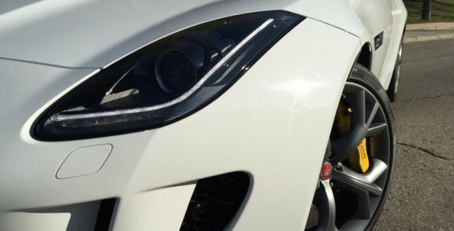 Faros, tomas de aire, llantas... cada detalle del Jaguar F-Type destila agresividad.