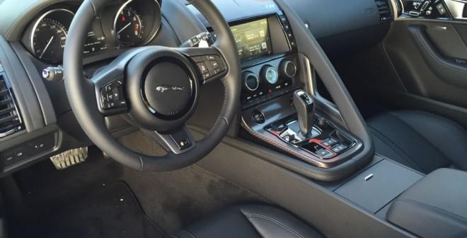 El interior del F-Type combina a la perfección deportividad y elegancia.