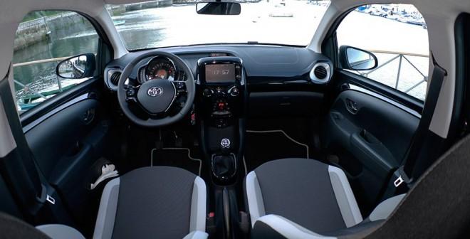 Prueba Toyota Aygo 2015, interior, Rubén Fidalgo