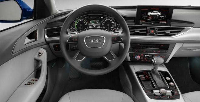 Más allá de los indicadores propios de una versión de este estilo, el Audi A6L e-tron no se diferencia en nada en su interior de otros coches de alta gama de la firma.