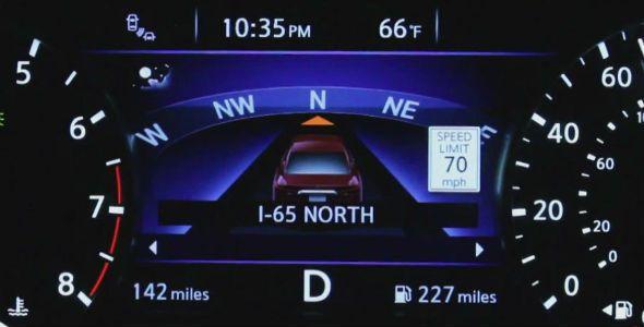 Nissan te obliga a estar atento a la carretera