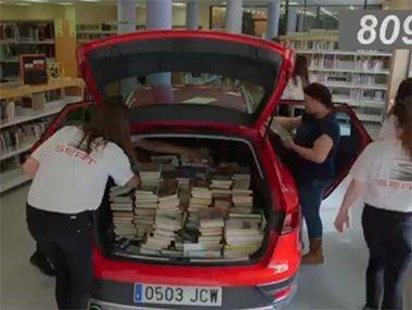 Cómo se meten más de 1.000 libros en un Seat León X-Perience