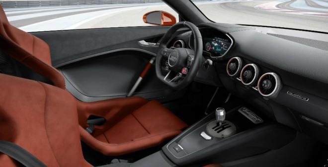 En el interior del Audi TT Clubsport Turbo también se ha apostado por los detalles más deportivos.