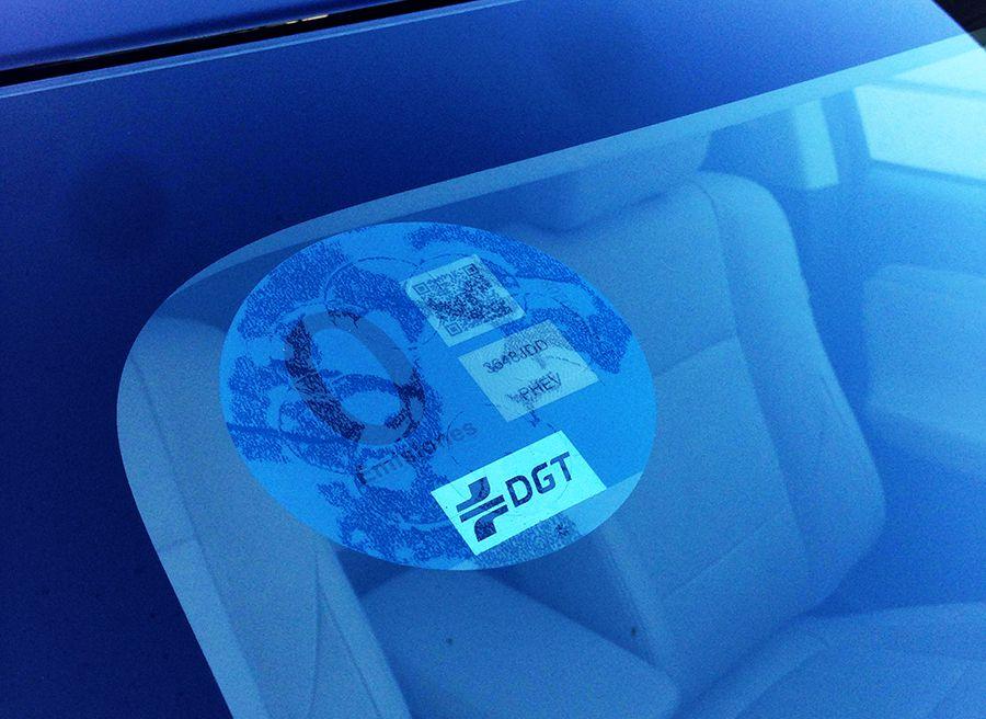 Distintivo azul de cero emisiones para el Mistubishi Outlander PHEV