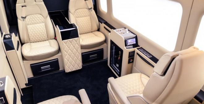 El interior del Mercedes Senzati Jet Sprinter puede llegar a ser más cómodo que una casa convencional.