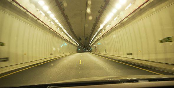 6 precauciones al conducir por un túnel