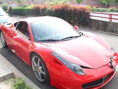 Cómo Cabify recoge a sus clientes en un Ferrari en vídeo