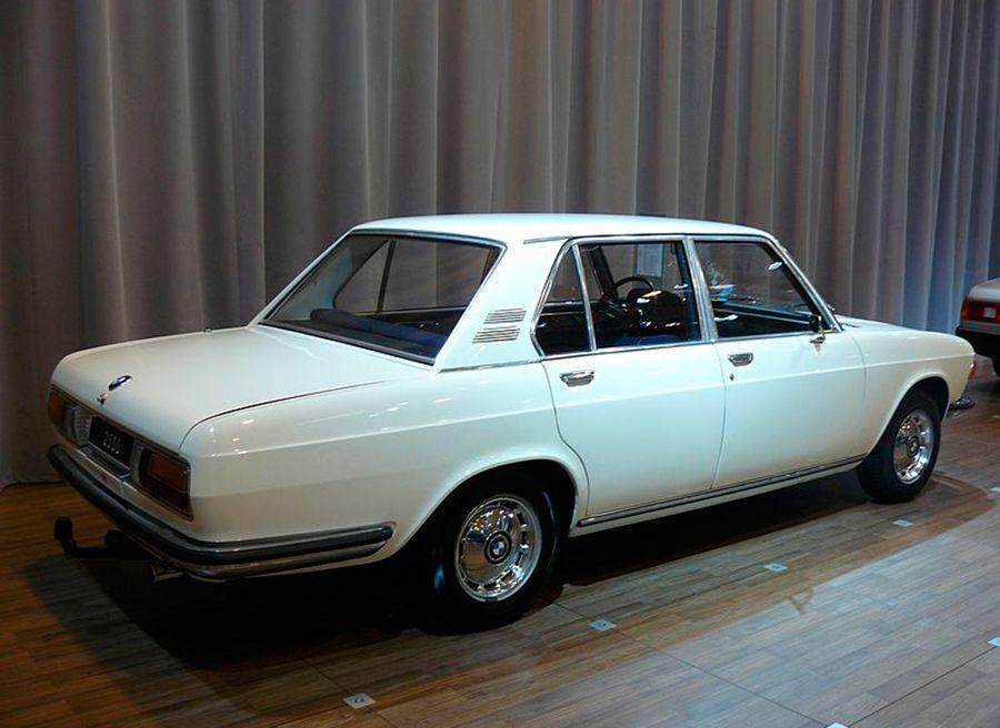 BMW-2500-1969-by-Lebubu93---Own-work.-Licensed-under-CC-BY-SA-3.0-via-Wikimedia-Commons---httpscommons.wikimedia.orgwikiFileBMW_2500_1969.jpg#mediaFileBMW_2500_1969