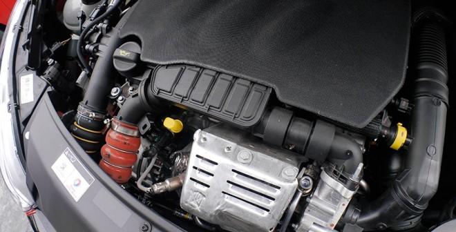 Presentación y prueba del nuevo Peugeot 208 2015, motor, Rubén Fidalgo
