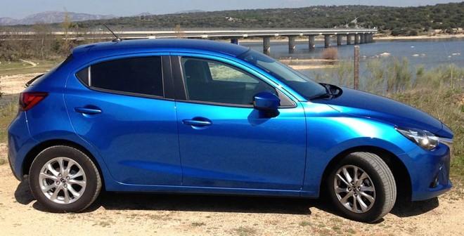Mazda 2 1.5 90 CV lateral2