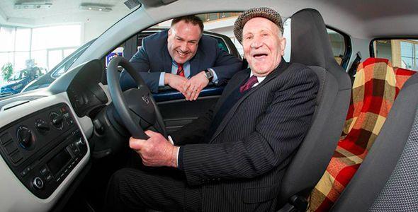 Un joven de 94 años se compra un Seat Mii
