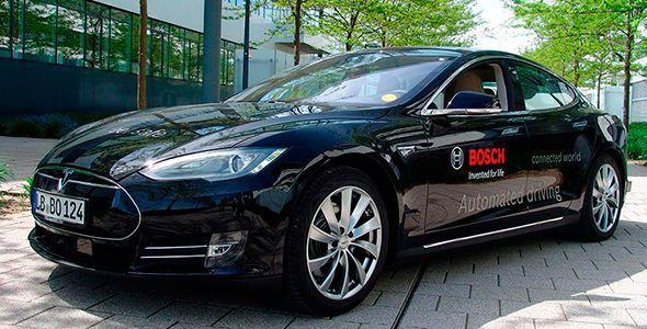 Uber comprará varios Tesla de conducción autónoma