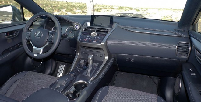 Prueba Lexus NX 300h 2015, interior, Rubén Fidalgo