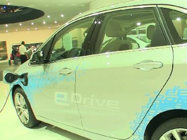 Vídeo: BMW 225 XE en el Salón de Frankfurt 2015