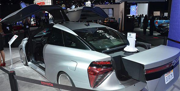 El Toyota Mirai se fusiona con el DeLorean