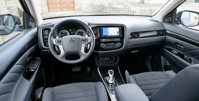 Prueba del Mitsubishi Outlander PHEV 2016, interior, Rubén Fidalgo