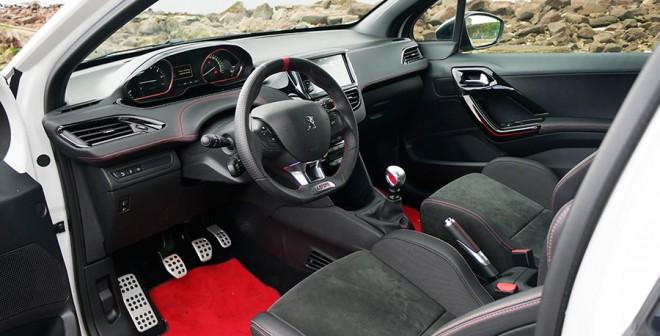 Prueba del Peugeot 208 GTi by Peugeot Sport, interior, Rubén Fidalgo