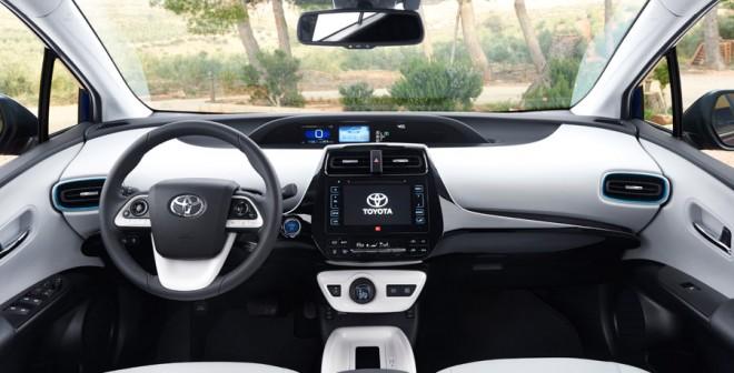 Toyota Prius 2016 (6)
